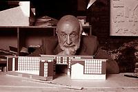 Vittorio Gregotti scrittore, libri, cultura italiani.E' stato un architetto, urbanista, teorico dell'architettura italiano. Milano, 8 ottobre 1999. Photo by Leonardo Cendamo/Gettyimages