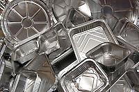 Contenitori di alluminio per alimenti. Aluminum foil containers for food...