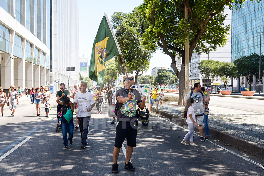 RIO DE JANEIRO, RJ, 07.09.2018 - DESFILE-INDEPENDÊNCIA - Apoiadores da Monarquia durante desfile comemorativo a Independência do Brasil, no Rio de Janeiro nesta sexta-feira, 07. (Foto: Clever Felix/Brazil Photo Press)