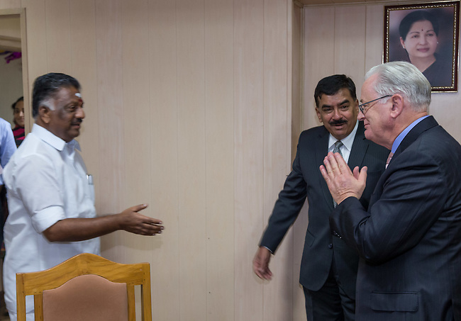27 October 2015, Chennai, India : Andrew  Robb, AO, Minister for Trade and Investment meeting Tamil Nadu Minister for Finance and Public Works, O Paneerselvam (left) during his visit to India. Picture by Graham Crouch/DFAT