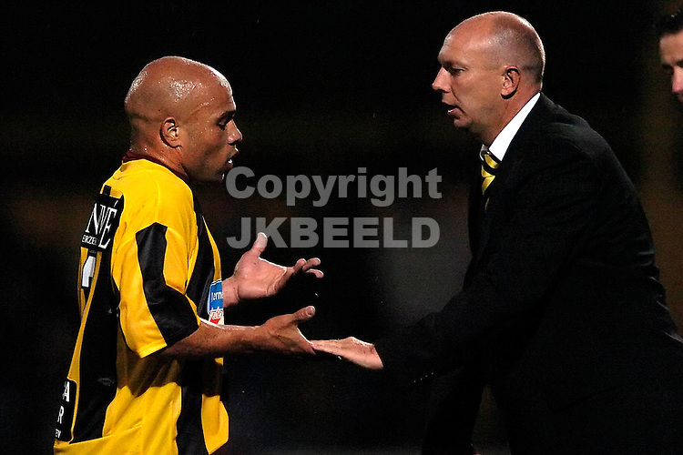 veendam - fc dordrecht jupiler league seizoen 2007-2008 17-09-2007  cijntje is leeggespeeld en wordt bedankt door joop gall