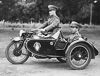 Motocicleta y sidecar de Gendarmería Nacional, c.1940.