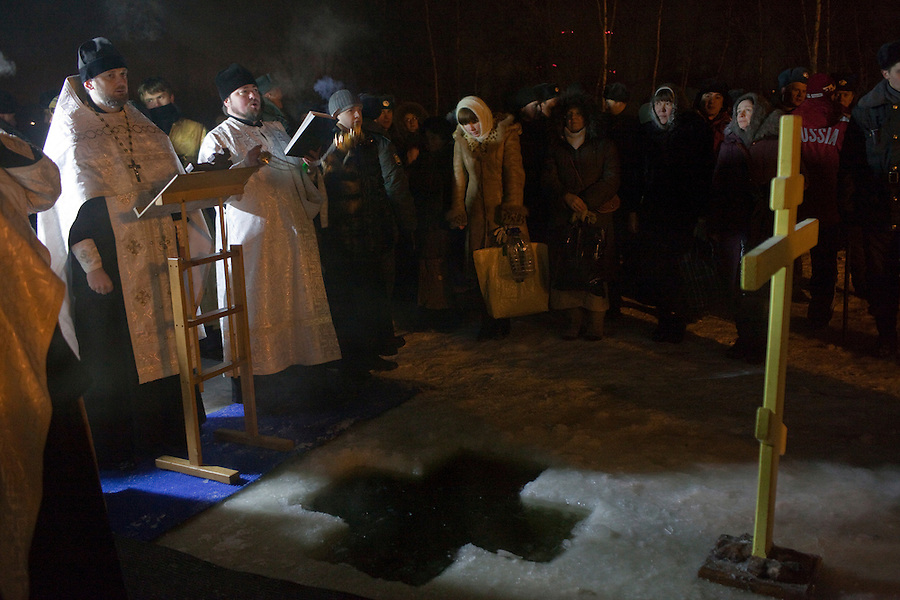 Moscow, Russia, 19/01/2010..Russian priests and Orthodox believers celebrate Epiphany at Svyatoye Ozero, or Holy Lake, in Moscow's eastern Kosino district. Priests blessed the waters and followers baptised themselves by total immersion in the freezing lake in temperatures of minus 24C.