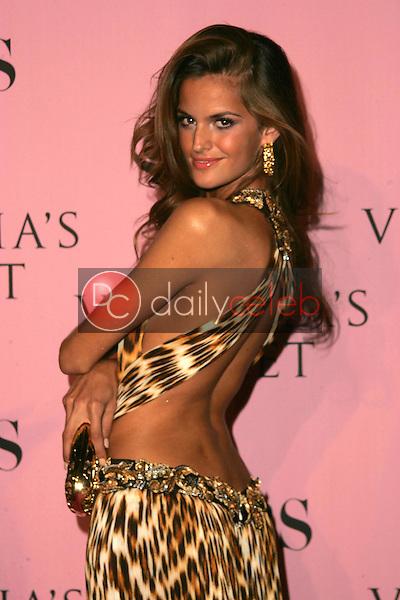 Izabel Goulart<br />arriving at The Victoria's Secret Fashion Show. Kodak Theatre, Hollywood, CA. 11-16-06<br />Dave Edwards/DailyCeleb.com 818-249-4998