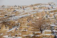CHINA province Xinjiang, uighur town Upal near Kashgar, old muslim cementery with snow in winter / CHINA Provinz Xinjiang, uigurische Stadt Upal bei Kashgar, hier lebt das Turkvolk der Uiguren, das sich zum Islam bekennt, alter muslimischer Friedhof im Winter