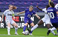 Chrystal Lermusiaux (22) of Sporting Charleroi pictured defending on Noemie Gelders (18) of Anderlecht  during a female soccer game between RSC Anderlecht Dames and Sporting Charleroi  on the second matchday of the 2021 - 2022 season of Belgian Womens Super League , saturday 28 th of August 2021  in Brussels , Belgium . PHOTO SPORTPIX   DAVID CATRY