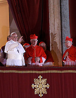 Il nuovo Papa Francesco saluta i fedeli dalla Loggia centrale della Basilica di San Pietro, Citta' del Vaticano, 13 marzo 2013. Il Cardinale argentino Jorge Mario Bergoglio, che ha scelto il nome di Papa Francesco, e' il 266esimo Pontefice della Chiesa Cattolica Romana eletto dai 115 cardinali del Conclave..Newly elected Pope Francis greets the crowd from the central balcony of St. Peter's Basilica at the Vatican, 13 March 2013. Argentine Cardinal Jorge Mario Bergoglio, who chose the name of Pope Francis, is the 266th pontiff of the Roman Catholic Church elected by a Conclave of 115 cardinals. .UPDATE IMAGES PRESS/Isabella Bonotto.STRICTLY ONLY FOR EDITORIAL USE -STRICTLY FOR EDITORIAL USE ONLY-