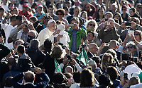 Papa Francesco accarezza una bambina al suo arrivo all'udienza generale del mercoledi' in Piazza San Pietro, Citta' del Vaticano, 11 ottobre, 2017.<br /> Pope Francis caresses a child as he arrives for his weekly general audience in St. Peter's Square at the Vatican, on October 11, 2017.<br /> UPDATE IMAGES PRESS/Isabella Bonotto<br /> <br /> STRICTLY ONLY FOR EDITORIAL USE