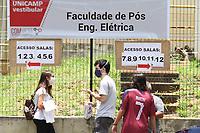 Campinas (SP), 08/02/2021 - Vestibular-SP - Movimentação de candidatos ao vestibular da Universidade Estadual de Campinas (Unicamp), interior de São Paulo, nesta segunda-feira (08), no campus da Universidade. A segunda fase do Vestibular Unicamp 2021 será realizada nesta segunda-feira e na terça-feira , em 22 cidades do país, sendo as capitais Belo Horizonte, Brasília, Curitiba, Fortaleza, Salvador e São Paulo, e outras 16 cidades paulistas. Estão aprovados para fazer a segunda fase, 15.470 candidatos. No ingresso pelo Vestibular 2021, são oferecidas 3.237 vagas em 69 cursos de graduação da Unicamp. A Comvest usará 715 salas para aplicar as provas, o que significa mais que dobro do número no ano passado. Para respeitar o distanciamento, serão em média, 20 candidatos por sala.