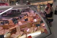 - Eataly, market for the sale of quality Italian food, cheese counter<br /> <br /> - Eataly, market per la vendita del cibo italiano di qualità, banco del formaggio