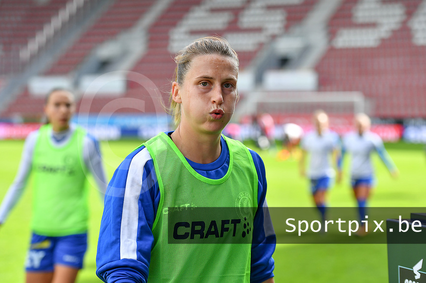 Gent's Heleen Jaques (4)  pictured before a female soccer game between Zulte Waregem and the KAA Gent Ladies on the fourth matchday of the 2020 - 2021 season of Belgian Scooore Womens Super League , saturday 10 October 2020  in Waregem , Belgium . PHOTO SPORTPIX.BE | SPP | DAVID CATRY
