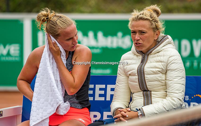 Zandvoort, Netherlands, 8 June, 2019, Tennis, Play-Offs Competition, Richel Hogenkamp (NED) on the bench with Misha Krajicek (R)<br /> Photo: Henk Koster/tennisimages.com