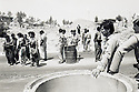Irak 1991  Controle avec peshmergas et soldats irakiens sur la route d'Erbil a Kore  Iraq 1991   Checkpoint with peshmergas and  Iraqi soldiers in Kore