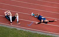 Nederland - Amsterdam - 2018 . De Marathon van Amsterdam. Uitgeput na de de finish. Foto mag niet in negatieve context gepubliceerd worden.   Foto Berlinda van Dam / Hollandse Hoogte