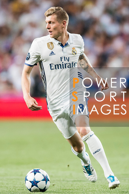 Toni Kroos of Real Madrid in action during their 2016-17 UEFA Champions League Quarter-finals second leg match between Real Madrid and FC Bayern Munich at the Estadio Santiago Bernabeu on 18 April 2017 in Madrid, Spain. Photo by Diego Gonzalez Souto / Power Sport Images