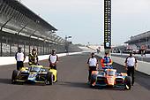 Front row starters #9: Scott Dixon (pole winner), Chip Ganassi Racing Honda and #26: Colton Herta, Andretti Autosport Honda pose for photos with Honda engineering staff