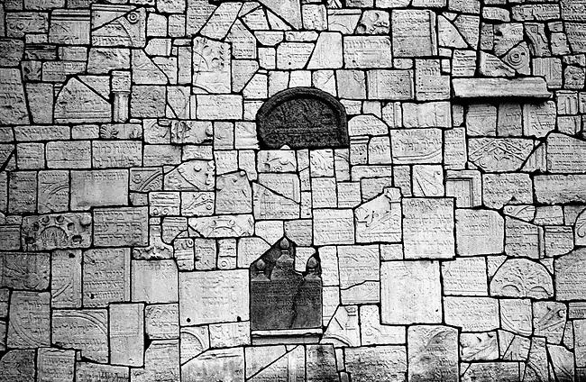 POLAND, 05.2002, Krakow - Kazimierz.The Remuh Cemetery is one of the oldest cemetery in Europe. Detail of the wall of the Graves, built in the 60's with the rest of the graves damaged by the Nazis. .By the outbreak of WWII there were 65,000 Jews in Krakow (30% of the city's population) and most lived in Kazimierz. .POLOGNE, Cracovie, Kazimierz, Mai 2005..Le cimetière Remuh est un des cimetières juifs les plus anciens d'Europe. Mur des tombes construit dans les années 1960 avec les restes des pierres tombales détruites par les Nazis. 65000 Juifs vivaient à Cracovie avant la guerre (30% de la population), en particulier dans le quartier de Kazimierz. © Bruno Cogez