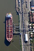 Tanker im Seehafen 4 in Harburg: EUROPA, DEUTSCHLAND, HAMBURG, (EUROPE, GERMANY), 31.08.2016: Tanker im Seehafen 4 in Harburg