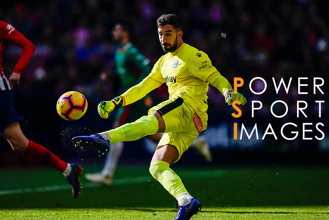 Goalkeeper Fernando Pacheco Flores of Deportivo Alaves in action during the La Liga 2018-19 match between Atletico de Madrid and Deportivo Alaves at Wanda Metropolitano on December 08 2018 in Madrid, Spain. Photo by Diego Souto / Power Sport Images