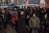 """Nachdem an drei voran gegangenen Baergida-Aufmaerschen mehrere hundert Menschen teilgenommen haben, kamen am Montag den 26. Januar 2015 nur noch ca. 150 Personen. Wieder nahmen viele militante Neonazis aus Berlin und Brandenburg, Hooligans, sog. """"Reichsbuerger"""" teil.<br /> Im Bild: Veranstaltungsteilnehmer rufen Baergida-Gegnern """"Wer Deutschland nicht liebt soll Deutschland verlassen"""" entgegen. <br /> 26.1.2015, Berlin<br /> Copyright: Christian-Ditsch.de<br /> [Inhaltsveraendernde Manipulation des Fotos nur nach ausdruecklicher Genehmigung des Fotografen. Vereinbarungen ueber Abtretung von Persoenlichkeitsrechten/Model Release der abgebildeten Person/Personen liegen nicht vor. NO MODEL RELEASE! Nur fuer Redaktionelle Zwecke. Don't publish without copyright Christian-Ditsch.de, Veroeffentlichung nur mit Fotografennennung, sowie gegen Honorar, MwSt. und Beleg. Konto: I N G - D i B a, IBAN DE58500105175400192269, BIC INGDDEFFXXX, Kontakt: post@christian-ditsch.de<br /> Bei der Bearbeitung der Dateiinformationen darf die Urheberkennzeichnung in den EXIF- und  IPTC-Daten nicht entfernt werden, diese sind in digitalen Medien nach §95c UrhG rechtlich geschuetzt. Der Urhebervermerk wird gemaess §13 UrhG verlangt.]"""