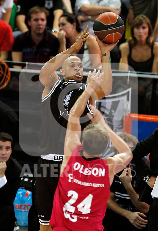 Bizkaia Bilbao Basket's Josh Fisher (l) and Caja Laboral's Brad Oleson during Supercopa ACB Semifinal match.September 30,2011. (ALTERPHOTOS/Acero)