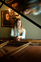 EXCLUSIVE FILE PHOTO - Pianist Marina Bournaki  rehersal in her home, April 2006<br /> <br /> PHOTO  :  Agence Quebec Presse