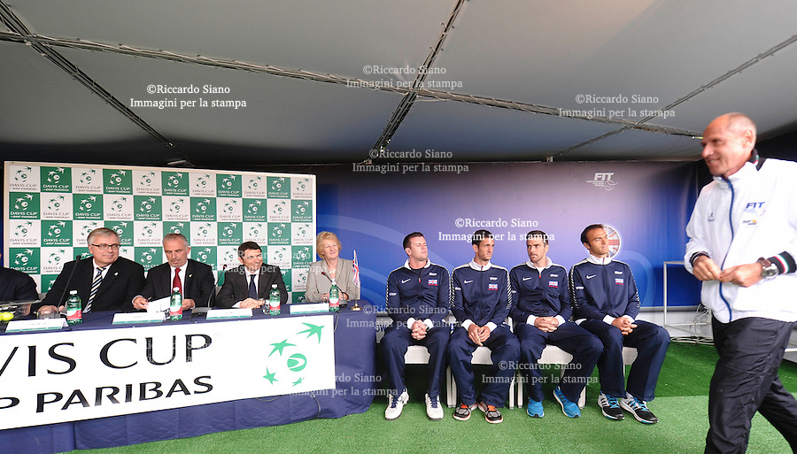 - NAPOLI 3 APR  2014 -  Coppa Davis 2014: Italia - Gran Bretagna. Il sorteggio, tenutosi in mattinata, ha delineato il programma della tre giorni tennistica partenopea, venerdì 4 aprile, alle 11.30,   il match tra  Fabio Fognini e James Ward, a seguire, Andreas Seppi affronta Andy Murray,  <br /> Sabato 5 aprile Fognini / Bolelli - Fleming /Hutchins (14.30) Domenica 6 aprile Fognini - Murray (11.30)<br /> Seppi - Evans (a seguire). NELLA FOTO: