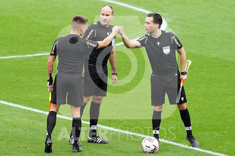 Spanish referee Antonio Miguel Mateu Lahoz (c) with his asisitans during La Liga match. October 3, 2020. (ALTERPHOTOS/Acero)