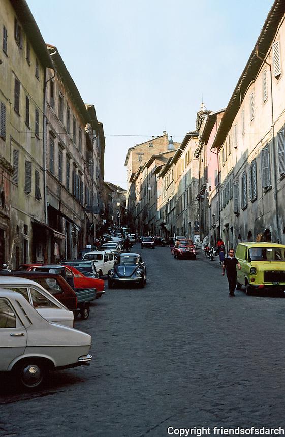 Urbino:  Via Mazzzini--approach to Piazza Della Repubblica. Photo '83.