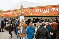 Nederland Amsterdam  2017.  Bevrijdingsdag op het Museumplein. De Pieperkeuken. Power to the Pieper. Gratis maaltijd voor iedereen.     Foto Berlinda van Dam / Hollandse Hoogte