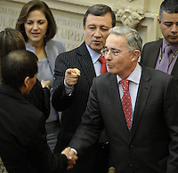 BOGOTA -COLOMBIA. 20-07-2014. Alvaro Uribe Velez (Der) saluda a otro senador electos durante la Instalación del Congreso de la República de Colombia por parte del presidente, Juan Manuel Santos./  Alvaro Uribe Velez (R) shake hands with other senator elected during the installation of the Congress of the Republic of Colombia by the president, Juan Manuel Santos. Photo: VizzorImage/ Gabriel Aponte / Staff