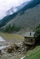 - Valtellina, the lake formed in the Pola Valley after the landslide of Coppetto peak (june 1987)....- Valtellina, il lago formatosi in Val Pola dopo la frana di pizzo Coppetto (giugno 1987)....
