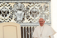 Papa Francesco al suo arrivo per la centesima udienza generale del mercoledi' in Piazza San Pietro, Citta' del Vaticano, 26 agosto 2015.<br /> Pope Francis arrives for his hundredth weekly general audience in St. Peter's Square at the Vatican, 26 August 2015.<br /> UPDATE IMAGES PRESS/Riccardo De Luca<br /> <br /> STRICTLY ONLY FOR EDITORIAL USE