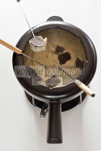 Europe/France/Rhone-Alpes/73/Savoie/Courchevel:  La fondue aux truffes de Jacques Trauchessec   au restaurant: La Saulire