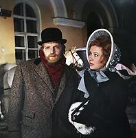 Мой дом - театр (1975)