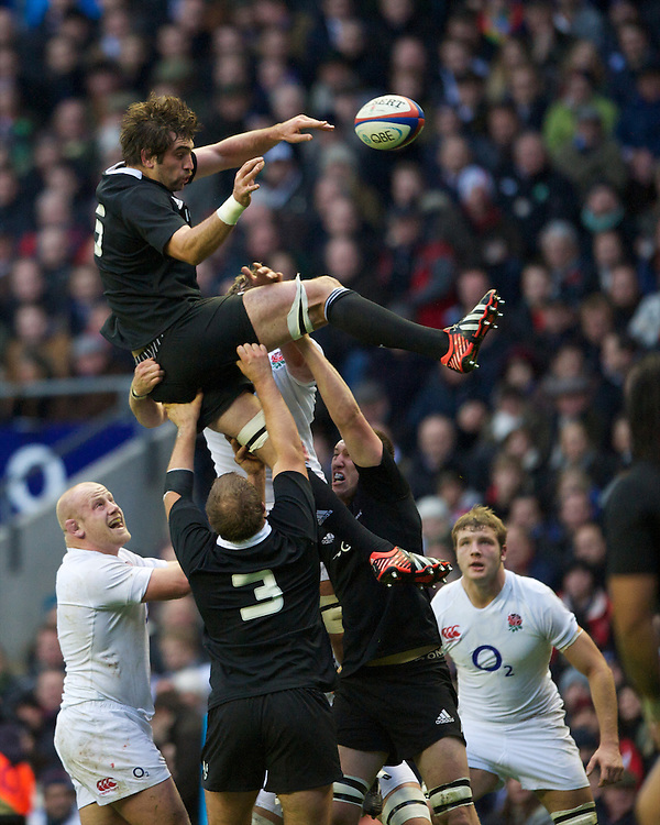 Sam Whitelock of New Zealand in some trouble in the lineout during the QBE Autumn International match between England and New Zealand at Twickenham on Saturday 01 December 2012 (Photo by Rob Munro)