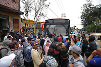SAO PAULO, SP, 04.09.2013-GREVE/ÔNIBUS/ITAQUERA - GERAL - Paralisação de motoristas e cobradores da Itaquera Brasil, em Itaquera, na Zona Leste de São Paulo (SP), nesta quarta-feira (4), prejudicando usuários de coletivos na região. A SPTrans acionou a operação Paese para atender aos passageiros da zona leste e zona oeste da capital paulista.(Foto: Adriano Lima / Brazil Photo Press).