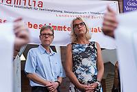 Prozess gegen die Berliner Gynaekologinnen Bettina Gaber und Verena Weyer am Freitag den 14. Juni 2019 vor dem Amtsgericht Berlin. Die Aerztinnen sollen auf ihrer Internetseite fuer Schwangerschaftsabbrueche geworben und damit gegen das Werbeverbot fuer Schwangerschaftsabbrueche verstossen haben. Bettina Gaber und Verena Weyer hatten auf ihrer Homepage ihrer Praxis angegeben, dass ein medikamentoeser, narkosefreier Schwangerschaftsabbruch zu den Leistungen gehoere.<br /> Im Bild vlnr.: Verena Weyer und Bettina Gaber vor dem Prozess.<br /> 14.6.2019, Berlin<br /> Copyright: Christian-Ditsch.de<br /> [Inhaltsveraendernde Manipulation des Fotos nur nach ausdruecklicher Genehmigung des Fotografen. Vereinbarungen ueber Abtretung von Persoenlichkeitsrechten/Model Release der abgebildeten Person/Personen liegen nicht vor. NO MODEL RELEASE! Nur fuer Redaktionelle Zwecke. Don't publish without copyright Christian-Ditsch.de, Veroeffentlichung nur mit Fotografennennung, sowie gegen Honorar, MwSt. und Beleg. Konto: I N G - D i B a, IBAN DE58500105175400192269, BIC INGDDEFFXXX, Kontakt: post@christian-ditsch.de<br /> Bei der Bearbeitung der Dateiinformationen darf die Urheberkennzeichnung in den EXIF- und  IPTC-Daten nicht entfernt werden, diese sind in digitalen Medien nach §95c UrhG rechtlich geschuetzt. Der Urhebervermerk wird gemaess §13 UrhG verlangt.]