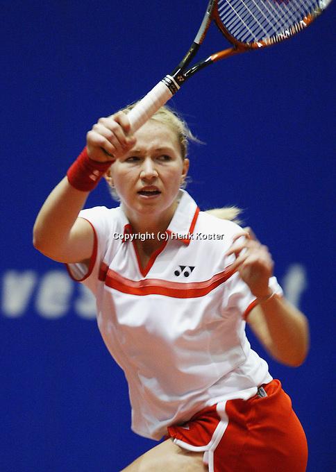 12-12-2005,Rotterdam, LSI Masters, Michella Krajicek in actie tegen Linda Sentis