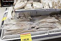 Campinas (SP), 30/03/2021 - Semana Santa - Consumidor a procura por peixe em supermercado da cidade de Campinas, interior de Sao Paulo, devido a Semana Santa.