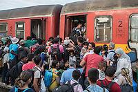 ressa di migranti per salire sul treno  crowds of migrants to board the train Gevgelija June 2015<br /> Greek-Macedonian border