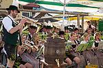 Deutschland, Bayern, Oberbayern, Chiemgau, Ruhpolding: Einheimische Blasmusikkapelle in traditioneller Tracht spielt zum Dorffest | Germany, Upper Bavaria, Chiemgau, Ruhpolding: village festival, local brass band wearing traditional dress