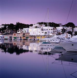 Spain, Mallorca, Cala D'or: Marina at Dusk | Spanien, Mallorca, Cala D'or: Yachthafen am Abend