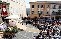 Papa Francesco celebra la messa per la solennita' dell'Assunzione di Maria, all'esterno della residenza estiva pontificia di Castel Gandolfo, 15 agosto 2013.<br /> Pope Francis celebrates a Mass for the Assumtpion of Mary, outside of the pontifical summer residence of Castel Gandolfo, on the outskirts of Rome, 15 August 2013.<br /> UPDATE IMAGES PRESS/Riccardo De Luca<br /> <br /> STRICTLY ONLY FOR EDITORIAL USE