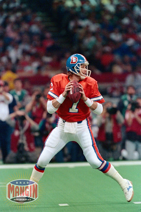 NEW ORLEANS, LA - Quarterback John Elway of the Denver Broncos in action during Super Bowl XXIV against the San Francisco 49ers at the Superdome in New Orleans, Louisiana on January 28, 1990. Photo by Brad Mangin.
