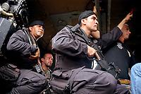 -Investigação assassinato- IRMÃ DOROTHY-<br />Policiais militares do COE comeando de operações Especiais do Pará e policiais civis saem para fazer sobrevôo na área onde se suspeita estarem os pistoleiros que mataram irmã Dorothy.<br /> helicóptero Black Howk(???)<br />Com um contingente de 110 homens militares do exército começam a chegar ao município de Anapú, onde estarão disponíveis 3 helicópteros para as operaçoes.<br /><br />A missionária americana irmã Dorothy Stang, da congregação das irmãs de Notre Dame, 73 anos, 28 dos quais na Amazônia, trabalhando com pequenos agricultores pela reforma agrária, foi assassinada brutalmente as 7: 30 de 12/02/2005 quando saia de uma casa no assentamento feito pelo Incra conhecido no projeto Projeto de Desenvolvimento Sustentável  Esperança. <br />Anapú, Pará, Brasil<br />17/02/2005<br />Foto Paulo Santos/Interfoto
