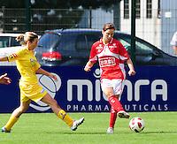 Supercup seizoen 2011 - 2012 ; Kampioen Standard Femina tegen Bekerwinnaar Waasland Beveren Sinaai Girls : Berit Stevens aan de bal voor Vicky Tas.foto DAVID CATRY / Vrouwenteam.be