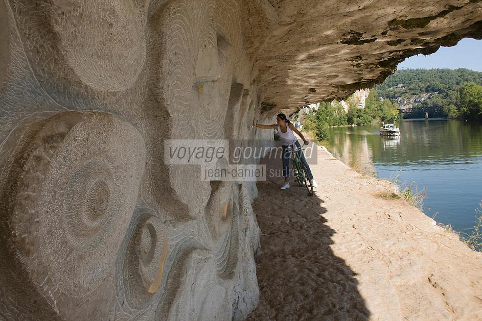 Europe/France/Midi-Pyrénées/46/Lot/Saint-Cirq-Lapopie: Navigation fluviale sur la vallée du Lot  à l'écluse de Ganil  Auto N°: 2008-213  Auto N°: 2008-214