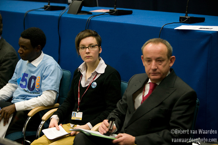 (l-r) Ely Katembo, Caitlin Macleod and Yvo de Boer at the Intergenerational Inquiry on Climate Solutions. Poznan..UNFCCC COP 14 (©Robert vanWaarden ALL RIGHTS RESERVED)UNFCCC COP 14 (©Robert vanWaarden ALL RIGHTS RESERVED)