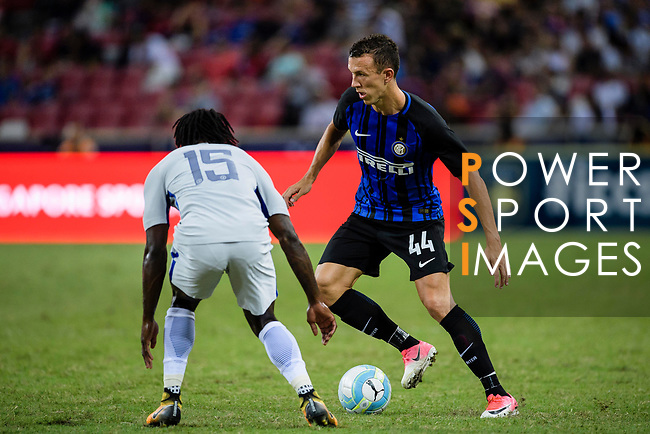 FC Internazionale Forward Ivan Perisic (R) competes for the ball with Chelsea Midfielder Victor Moses during the International Champions Cup 2017 match between FC Internazionale and Chelsea FC on July 29, 2017 in Singapore. Photo by Weixiang Lim / Power Sport Images
